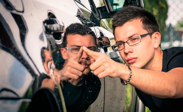 Скидка на Комплексная или премиум-химчистка салона, цветовосстанавливающая полировка автомобиля на «Автомойке на «Братиславской». Скидка до 86%