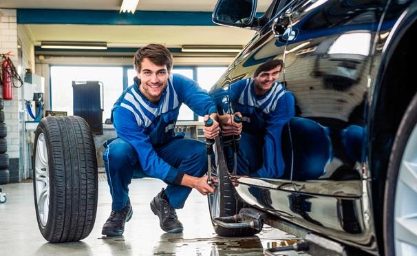 Скидка на Шиномонтаж четырех колес от R13 до R24 с балансировкой в техцентре «АвтоШинЦентр». Скидка до 71%