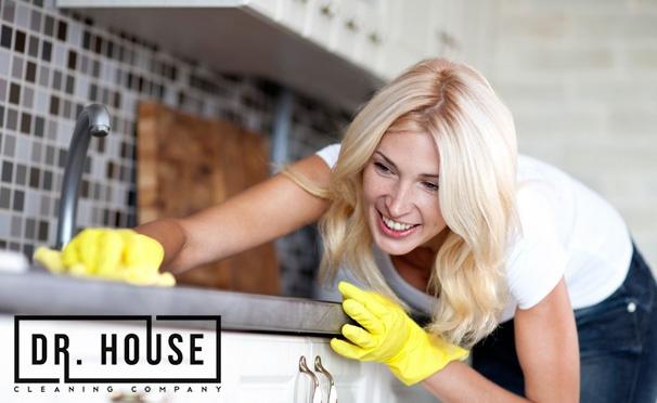 Скидка на Скидка до 51% на уборку квартир площадью до 100 кв. м от компании Dr. House: чистка ковров и мягкой мебели, мытье окон, влажная уборка полов и другое