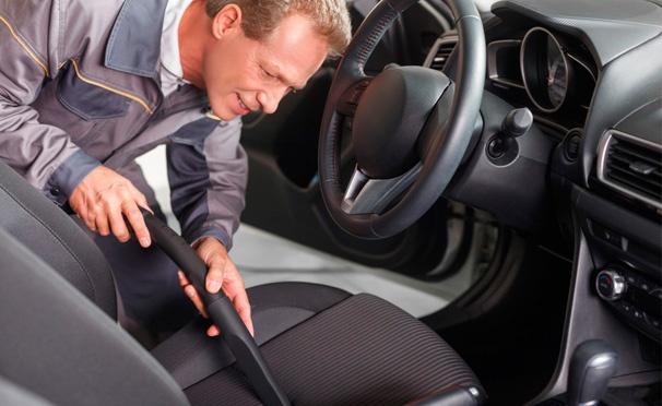 Скидка на Комплексная химчистка автомобиля на автомойке Dragon-D: мойка кузова, чернение резины, химчистка всех сидений, пола, потолка и не только. Скидка до 85%