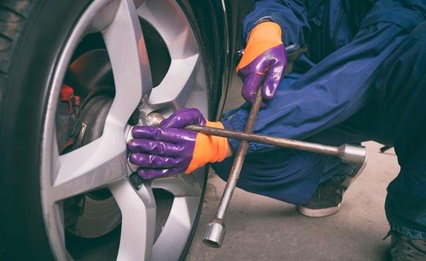 Скидка на Шиномонтаж колес в автосервисе «Click Детейлинг» на «Щелковской»: снятие и установка колес, демонтаж и монтаж резины, балансировка дисков. Скидка до 68%