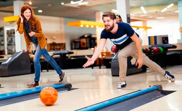 Скидка на Игра в боулинг в будни и выходные для компании до 5 человек в клубе «Гараж-Сити». Скидка до 80%