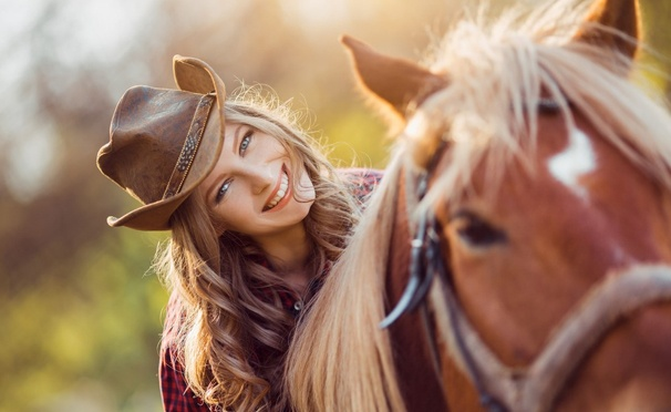 Скидка на Прогулки на лошадях в будни и выходные в частном конном клубе «Усадьба» в Марфино. Скидка до 74%